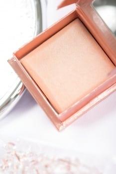 Benefit Cosmetics Dandelion Twinkle opakowanie