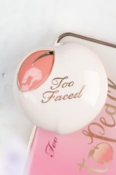Too Faced Peaches and cream collection Peach my cheeks blush - Pinch my peach -01