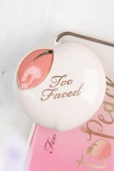Too Faced Peaches and cream collection Peach my cheeks blush - Pinch my peach -01