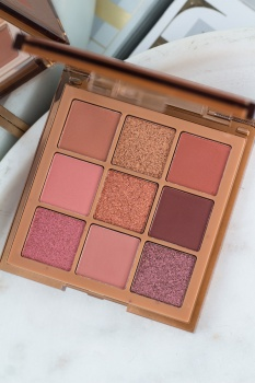 Huda Beauty Nude Obsessions Medium